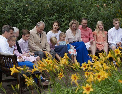Human, People, Petal, Flower, Community, People in nature, Botany, Spring, Garden, Plantation,