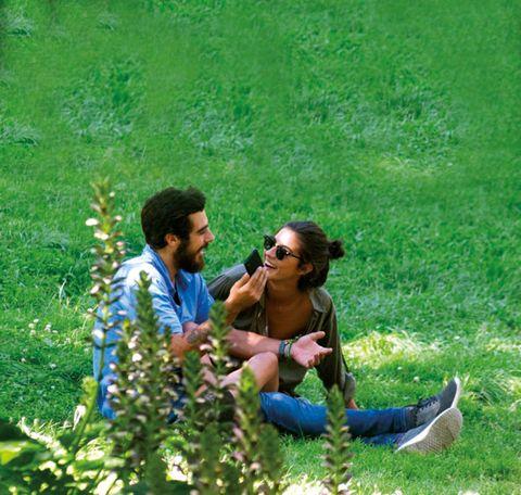 Eyewear, Human, Goggles, Sunglasses, Mammal, People in nature, T-shirt, Grassland, Groundcover, Garden,