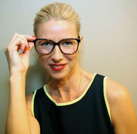 Eyewear, Glasses, Vision care, Finger, Lip, Hairstyle, Forehead, Shoulder, Sleeveless shirt, Eyebrow,