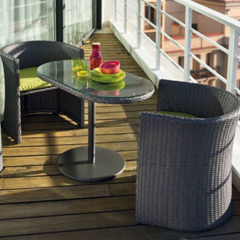 Wood stain, Home accessories, Serveware, Saucer, Outdoor table, Stairs, Dessert, Outdoor furniture, Wood flooring, Deck,