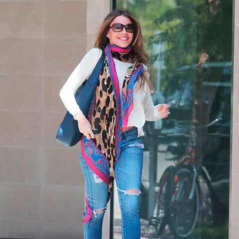 Eyewear, Vision care, Glasses, Sleeve, Bag, Bicycle wheel, Textile, Denim, Sunglasses, Outerwear,