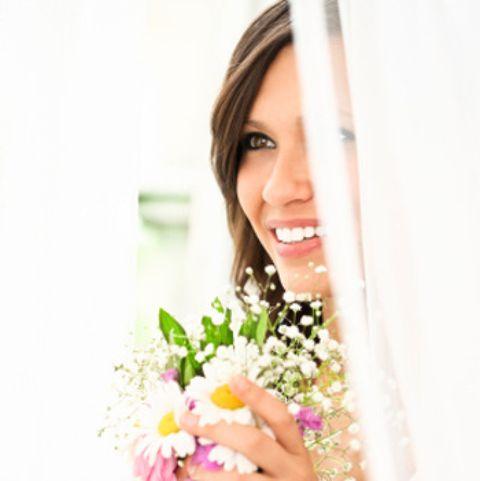 Eyebrow, Petal, Bouquet, Happy, Flower, Eyelash, Beauty, Cut flowers, Flower Arranging, Model,