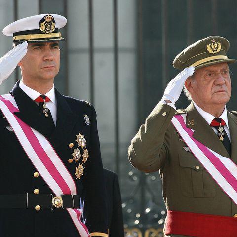 Military person, Sleeve, Collar, Dress shirt, Cap, Military uniform, Uniform, Formal wear, Peaked cap, Headgear,