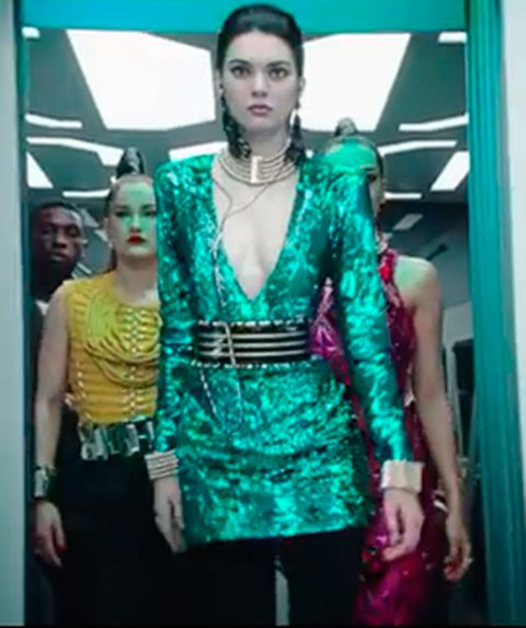 Green, Shoulder, Jewellery, Turquoise, Teal, Fashion, Aqua, Mannequin, Chest, Waist,