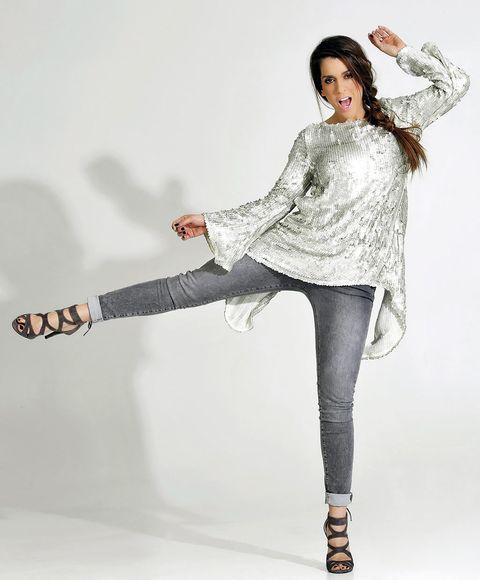 Leg, Sleeve, Human leg, Shoulder, Joint, Style, Knee, Fashion model, Thigh, Fashion,