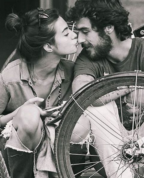 Bicycle tire, Ear, Bicycle wheel rim, Nose, Mouth, Bicycle wheel, Facial expression, Style, Spoke, Interaction,