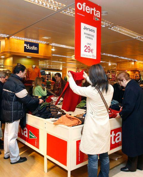 Customer, Luggage and bags, Bag, Trade, Retail, Service, Shopping, Business, Handbag, Job,
