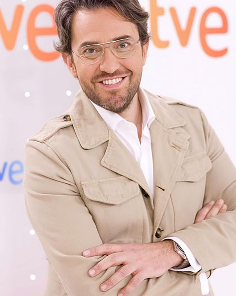 Eyewear, Glasses, Vision care, Collar, Sleeve, Forehead, Dress shirt, Watch, Facial hair, Blazer,