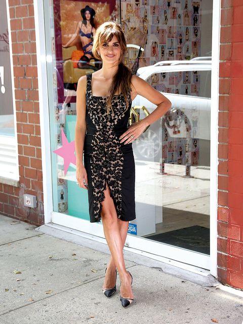Dress, Shoulder, Human leg, Joint, One-piece garment, Waist, Cocktail dress, Day dress, Street fashion, Sheath dress,