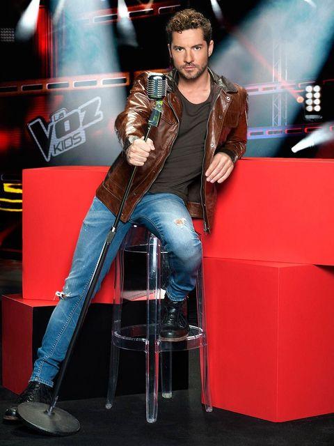 Leg, Denim, Shoe, Jeans, Music artist, Jacket, Pop music, Boot, Stage, Singer,