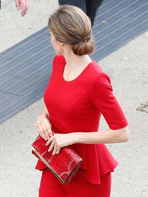Sleeve, Shoulder, Joint, Red, Dress, Bag, Pattern, Fashion accessory, Street fashion, Fashion,