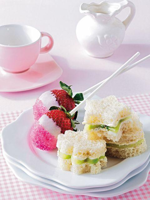 Serveware, Dishware, Food, Drinkware, Sweetness, Cuisine, Cup, Tableware, Porcelain, Coffee cup,