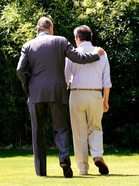 Sleeve, Standing, Collar, Suit trousers, People in nature, Interaction, Gesture, Khaki pants, Belt, Holding hands,