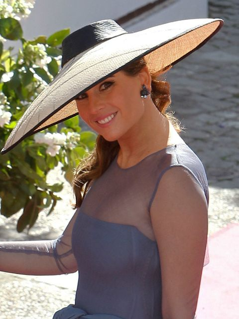 Clothing, Hat, Skin, Human body, Shoulder, Joint, Summer, Facial expression, Sun hat, Headgear,