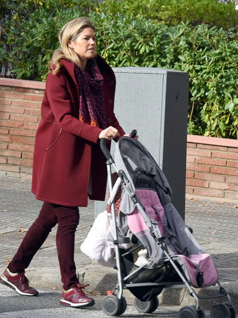 Product, Baby carriage, Coat, Outerwear, Baby Products, Style, Street fashion, Bag, Maroon, Scarf,