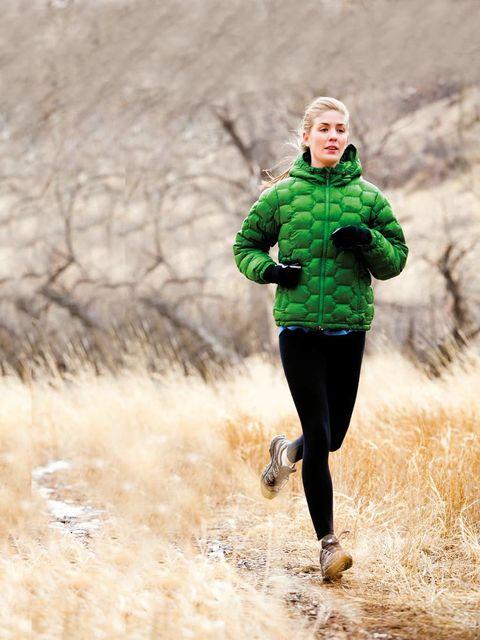 Sleeve, Winter, Mammal, Jacket, People in nature, Running, Outdoor recreation, Active pants, Jogging, Knee,