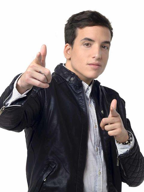 Arm, Finger, Collar, Sleeve, Wrist, Hand, Standing, Jacket, Thumb, Dress shirt,