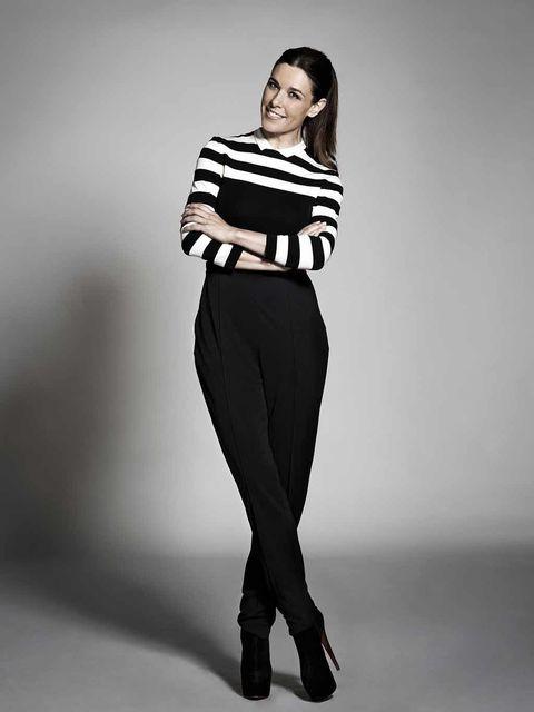 Sleeve, Shoulder, Standing, Joint, Waist, Style, Knee, Fashion model, Black, Street fashion,