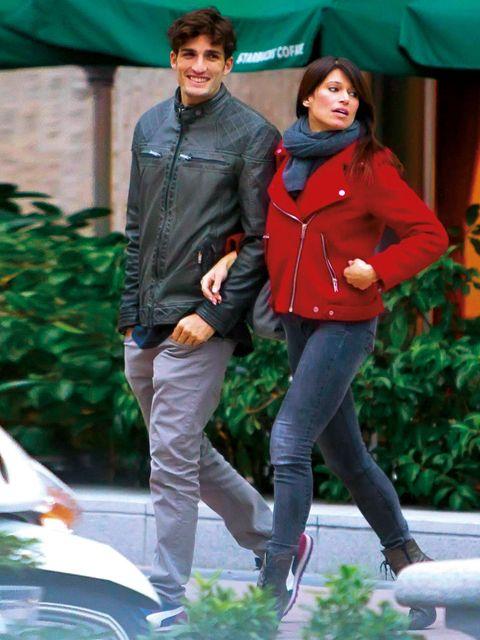 Leg, Trousers, Jacket, Textile, Shirt, Jeans, Outerwear, Coat, Bag, T-shirt,