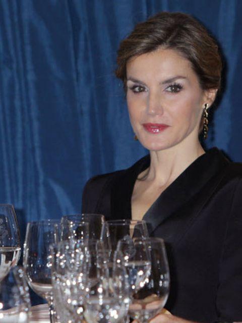Drinkware, Stemware, Glass, Wine glass, Barware, Earrings, Tableware, Champagne stemware, Jewellery, Serveware,