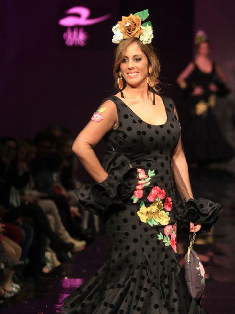 Event, Dress, Style, Fashion accessory, Fashion model, Headgear, Costume accessory, Fashion show, Hair accessory, Fashion,