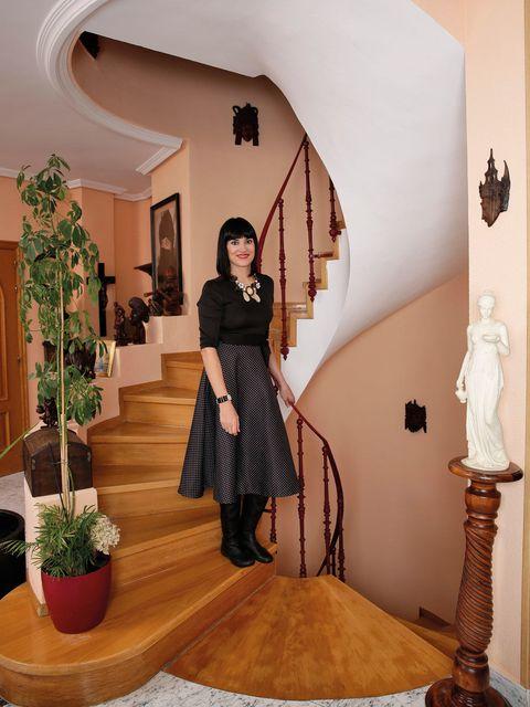 Flowerpot, Interior design, Flooring, Interior design, Waist, Houseplant, Sculpture, Stairs, Abdomen, Molding,
