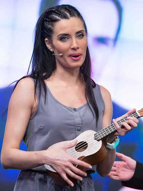 Musical instrument, Arm, Finger, Musician, Guitarist, Musical instrument accessory, String instrument, Plucked string instruments, Music, String instrument,