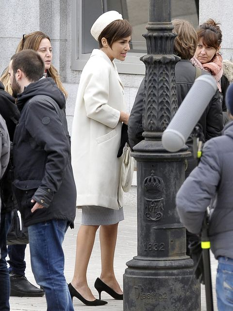 Leg, Trousers, Human body, Jeans, Standing, Denim, Coat, Jacket, Winter, Street fashion,