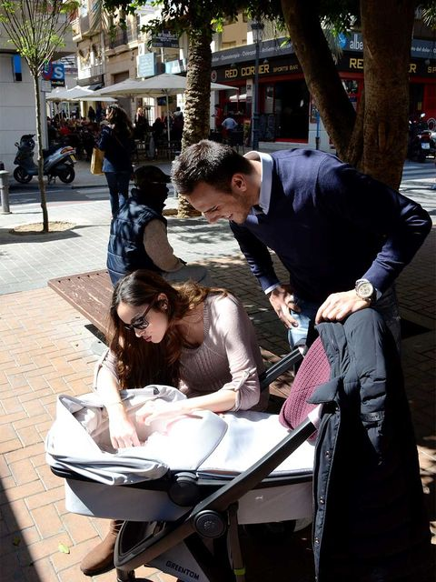 Sitting, Interaction, Conversation, Baby Products, Luggage and bags, Sidewalk, Lap, Handbag, Customer, Baby carriage,