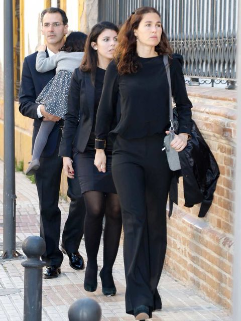 Clothing, Leg, Sleeve, Trousers, Standing, Outerwear, Style, Street fashion, Knee, Fashion,