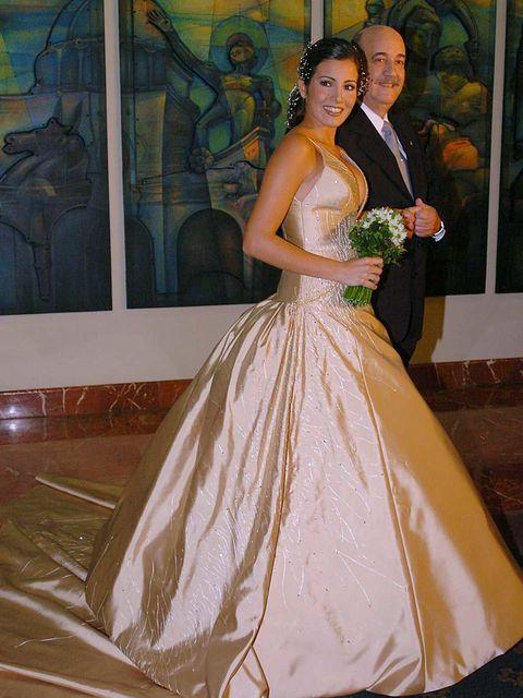 Dress, Textile, Happy, Formal wear, Gown, Bridal clothing, Wedding dress, Bride, Bridal party dress, One-piece garment,
