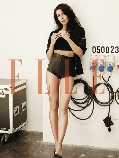 Human leg, Thigh, Beauty, Fashion, Waist, Knee, High heels, Fashion model, Black hair, Model,