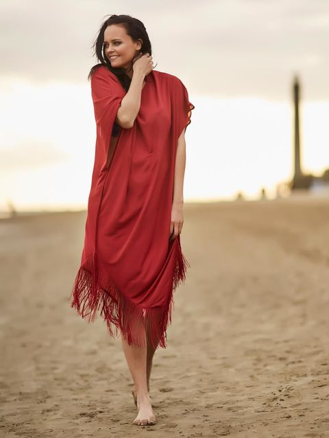 Sleeve, Shoulder, People in nature, Summer, Dress, Waist, Beauty, Barefoot, Sand, People on beach,