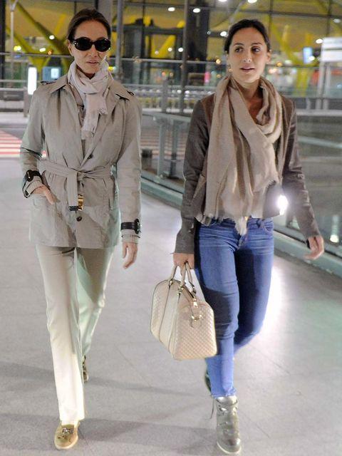 Clothing, Eyewear, Footwear, Leg, Brown, Trousers, Human body, Bag, Denim, Textile,