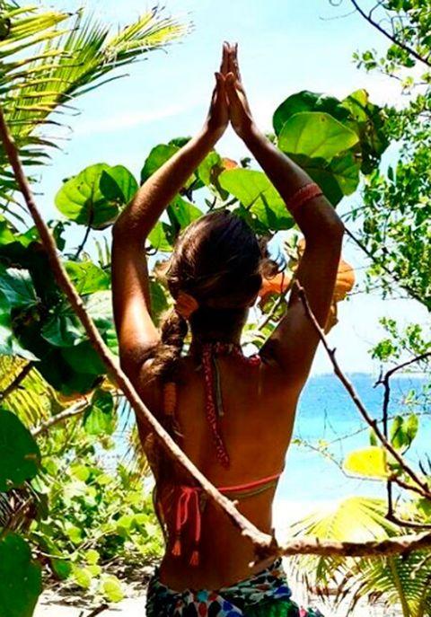 Nature, Human body, People in nature, Elbow, Summer, Black hair, Back, Sunlight, Abdomen, Waist,