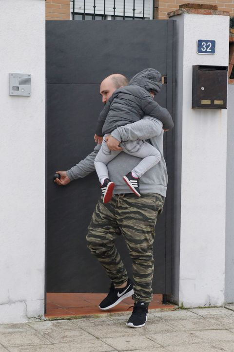 Standing, Outerwear, Camouflage, Wall, Military camouflage, Jacket, Cargo pants, Fixture, Street fashion, Door,