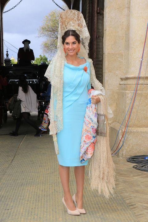 Dress, One-piece garment, Headpiece, Hair accessory, Bridal veil, Tradition, Veil, Day dress, Foot, Sandal,