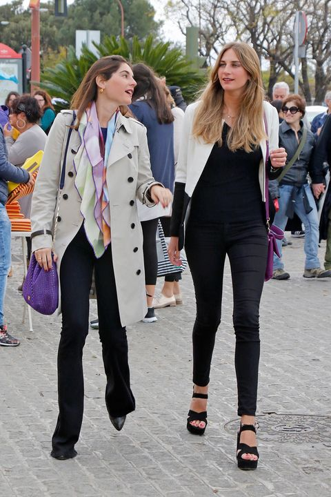 Clothing, Hair, Footwear, Leg, Trousers, Jeans, Textile, Outerwear, Coat, Style,