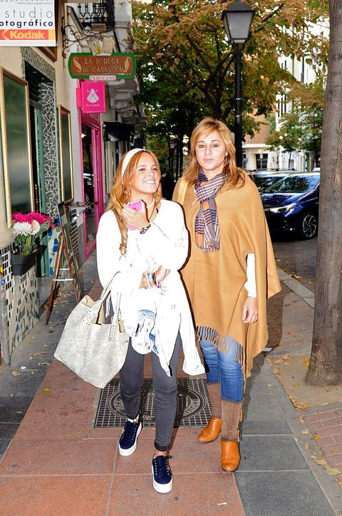 Trousers, Outerwear, Coat, Flowerpot, Street fashion, Street light, Bag, Jacket, Fur, Door,