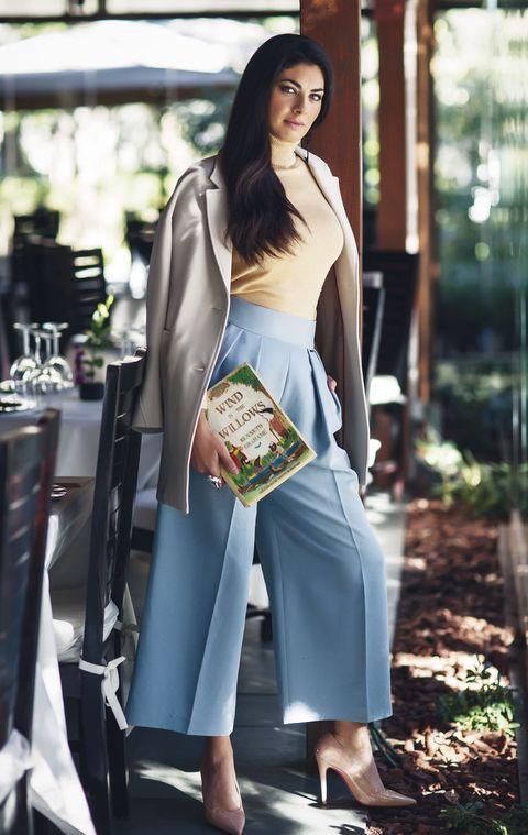 Sleeve, Shoulder, Textile, Bag, Style, Street fashion, Waist, Fashion, Luggage and bags, Fashion model,