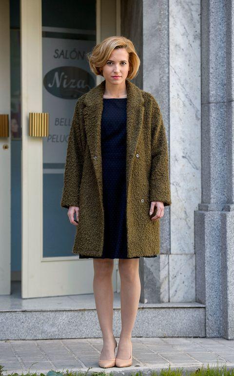 Clothing, Sleeve, Textile, Joint, Outerwear, Coat, Street fashion, Fashion, Fashion model, Pattern,