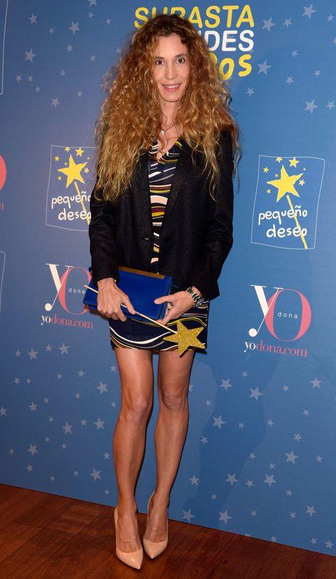 Leg, Sleeve, Human leg, Shoulder, Joint, Style, Knee, Electric blue, Thigh, Dress,