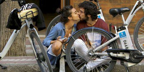Bicycle tire, Bicycle wheel rim, Bicycle part, Bicycle frame, Bicycle wheel, Bicycle accessory, Bicycle, Spoke, Fender, Bicycle handlebar,
