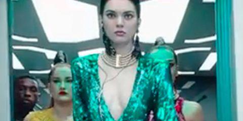 Green, Shoulder, Jewellery, Turquoise, Teal, Fashion, Aqua, Chest, Waist, Trunk,