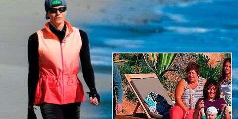 Sleeve, Human body, Leisure, People in nature, Jacket, Holiday, Goggles, Waist, Beach, Trunks,