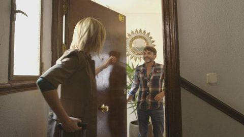 Shoulder, Standing, Room, Wall, Snapshot, Blond, Long hair, Home door, Plaster, Handle,