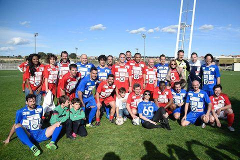Sports uniform, Jersey, Social group, Team sport, Team, Community, Youth, Pole, Sports jersey, Grass family,