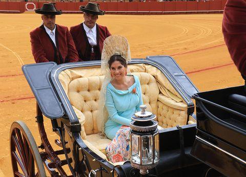Hat, Classic, Sun hat, Cowboy hat, Fedora, Vintage clothing, Antique car, Classic car, Couch, Carriage,