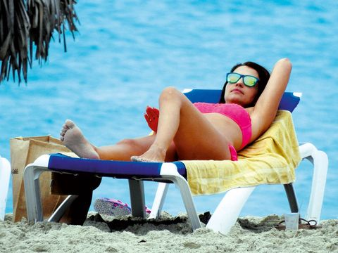 Eyewear, Vision care, Goggles, Sitting, Comfort, Leisure, Human leg, Summer, Sun tanning, Sunglasses,