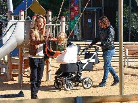 Vanesa y Puyol día de parque con sus  peques  cd4ce46b5bda